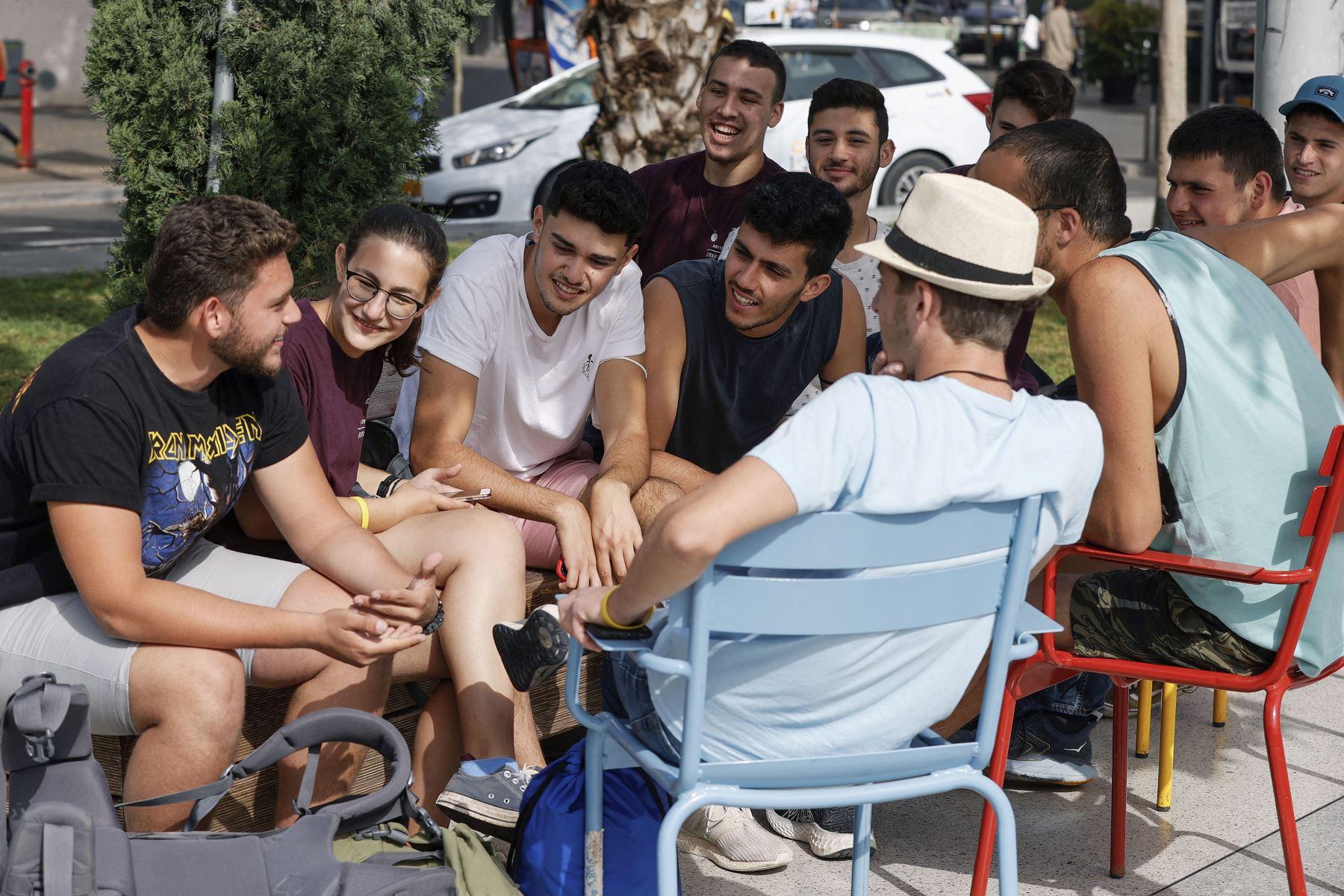 os israelíes, aliviados, salen a la calle sin mascarilla anticovid - Foto: EFE